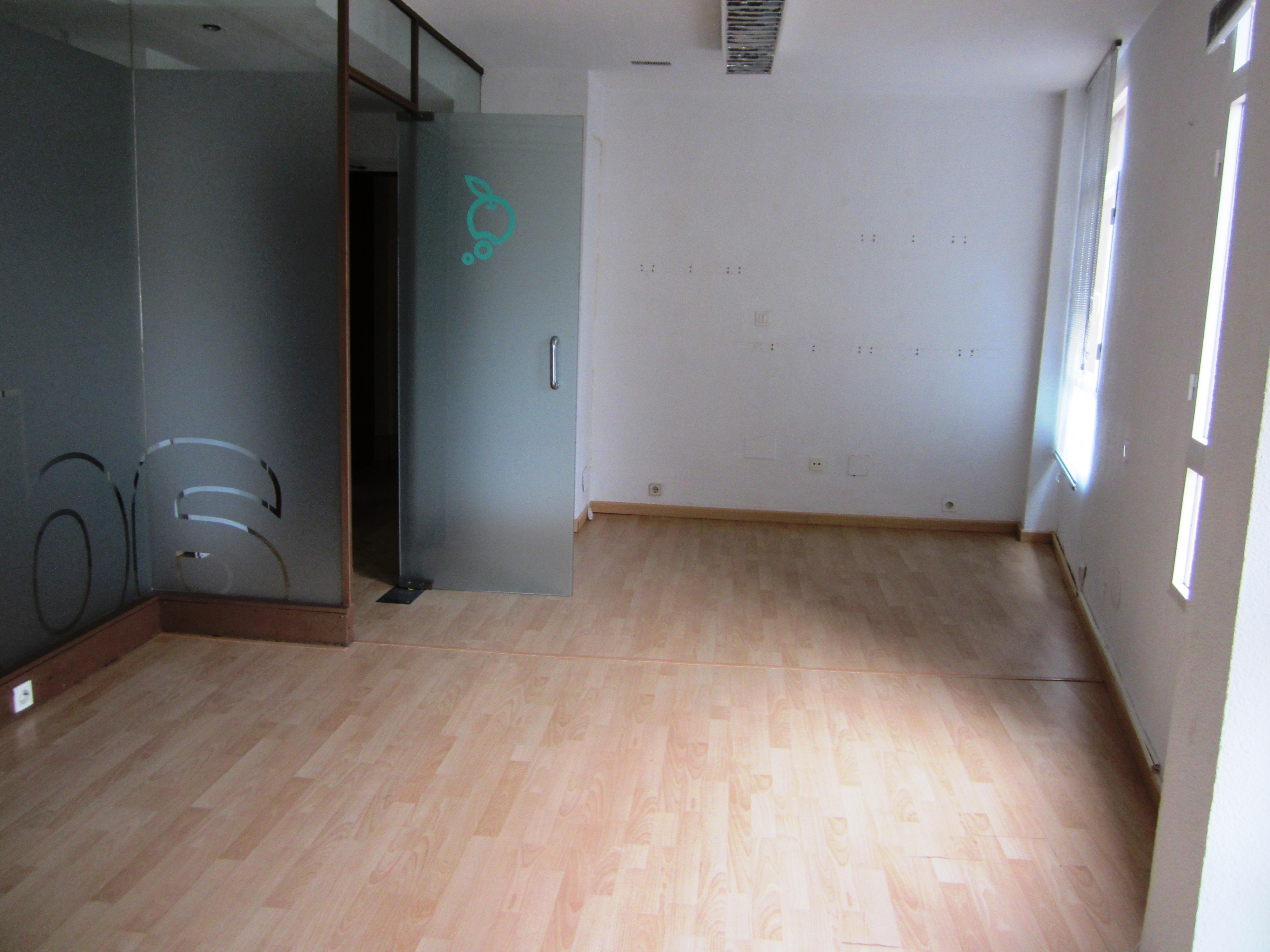 Oficina en plater a pisos centro murcia for Oficinas dela caixa en murcia
